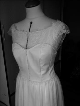 Le corsage de robe est prêt à l'essayage